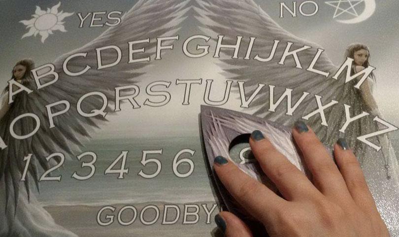Tavola ouija angelica leggi della magia - La tavola di ouija ...